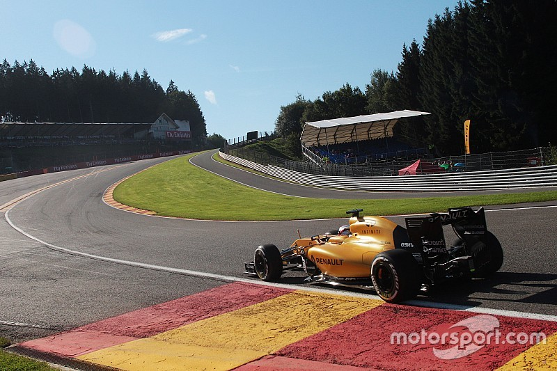 Magnussen crash brings Belgian GP to a halt