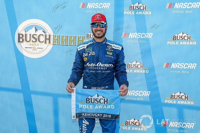 Martin Truex Jr. wins Cup pole at Kentucky in bid to repeat