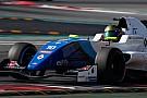 Formule Renault Shwartzman signe le meilleur temps des essais à Barcelone