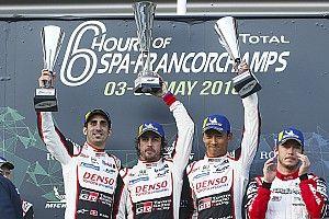 """Alonso, tras su primera victoria desde 2013: """"Me quedaría a dormir en el podio"""""""