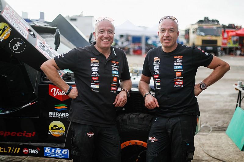 Tim en Tom Coronel voor het donker binnen, ondanks technische problemen