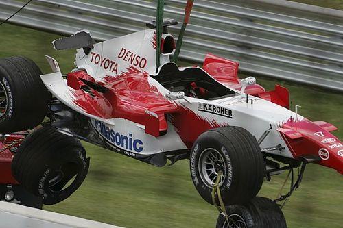 Ma 15 éves minden idők egyik legbotrányosabb F1-es nagydíja: 6 autó rajtolt el (retro galériával)