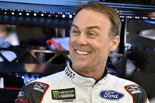 Kevin Harvick dominates Stage 1 at Las Vegas