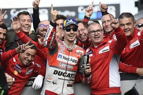 """Lorenzo: """"Ducati molto competitiva, ma in certe condizioni non si dovrà correre"""""""