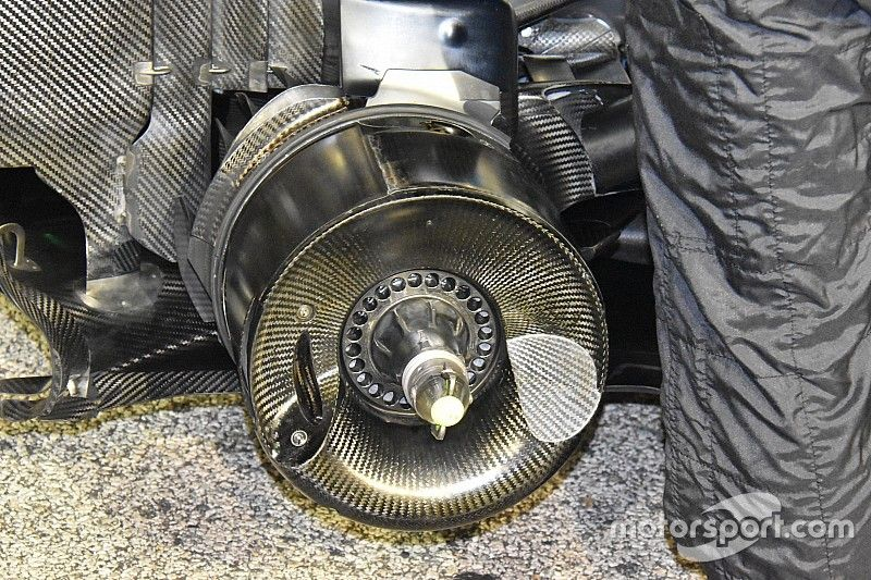 """Mercedes: cestelli posteriori concavi e cerchi """"radianti"""" hanno reso la W09 una Stella"""