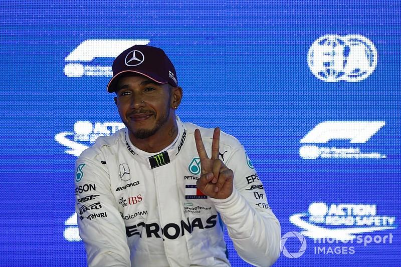Hamilton két igazi sztárral szörfözött: nem semmi!