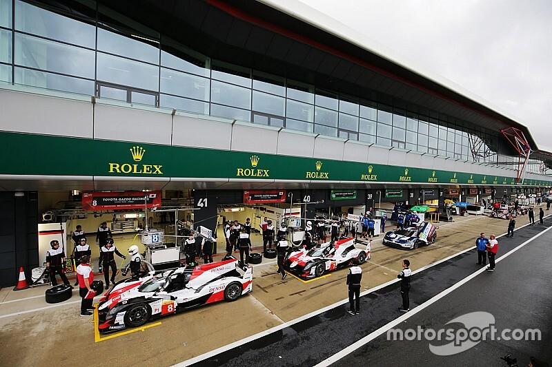 Toyota lidera en Silverstone unos libres 1 interrumpidos