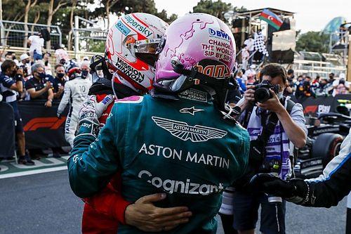 Vettel riceve il tributo dei colleghi dopo il posto d'onore