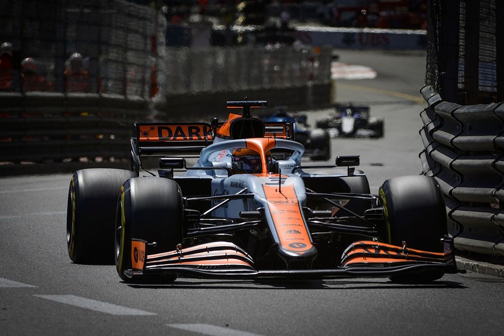 """McLaren's """"special"""" F1 driving style is what's hurting Ricciardo"""