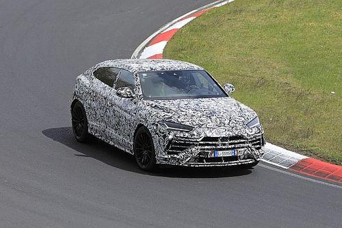 Lamborghini Urus Evo, le foto spia al Nurburgring