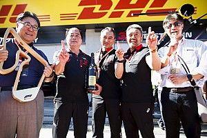 ホンダF1、13年ぶりの優勝に八郷社長「走り続けてきた従業員たちの努力が実を結んだ」
