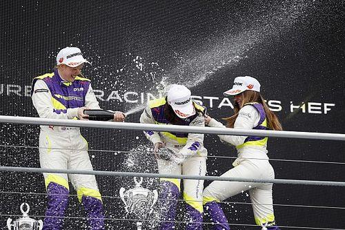 Chadwick és Powell is küzdött a váltóval a W Series szezonnyitóján
