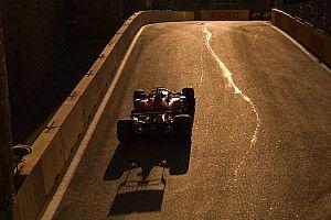 Így csapta oda Leclerc a Ferrari hátsó felét a falnak Bakuban: VIDEÓ