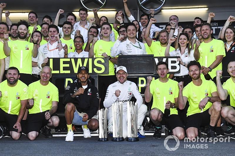"""Hamilton loda la Mercedes: """"Non ho mai visto la squadra forte come ora"""""""
