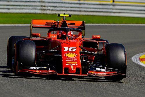 Leclerc ook bovenaan in derde training, zware crash Hamilton