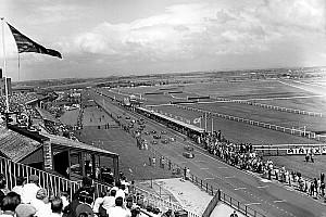 Последний раз, когда гонку Формулы 1 выиграли сразу два пилота. Они по очереди ехали на одной машине