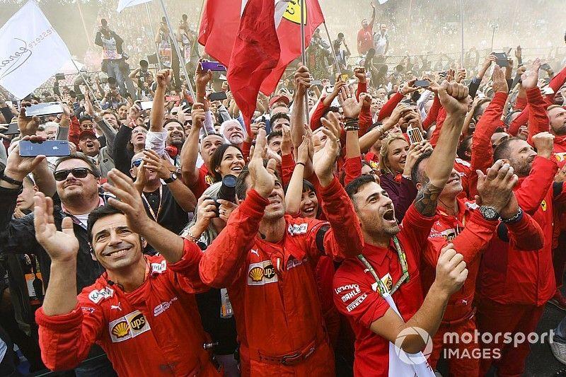 """90 Anni di Emozioni"" a Milano: quanti campioni Ferrari!"