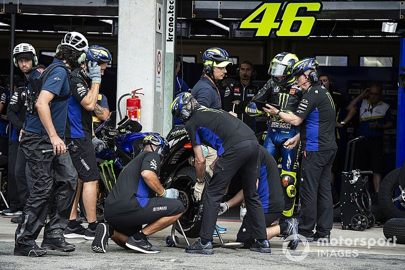 """Rossi: """"Mañana probaré un nuevo motor; hace un año fue un guardabarros"""""""