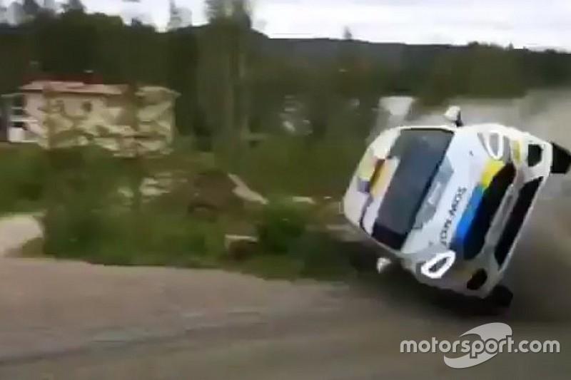 VÍDEO: Piloto e navegador sobrevivem a acidente espetacular em rali na Finlândia