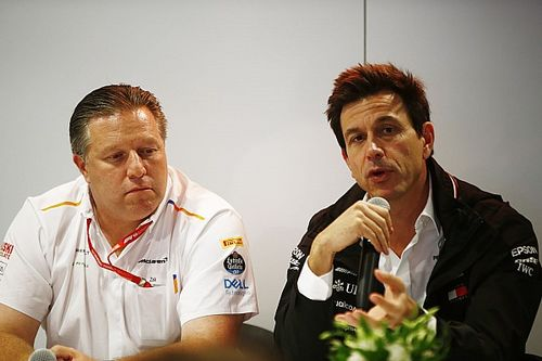 Mercedes увидела угрозу в поставке моторов McLaren