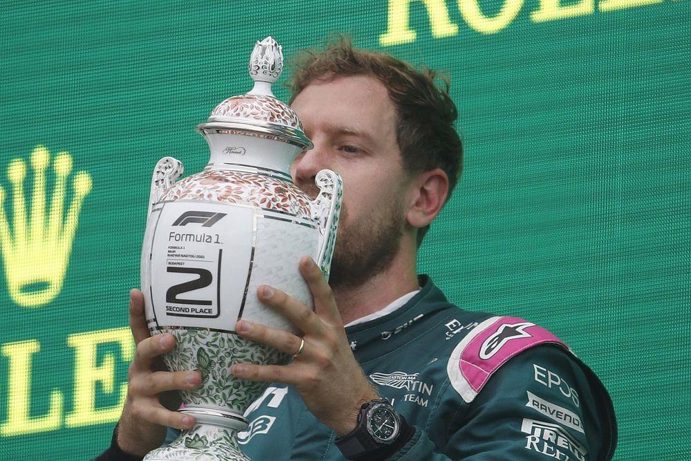 """Vettel: """"Non so dov'è finita la coppa da dare a Lewis"""""""