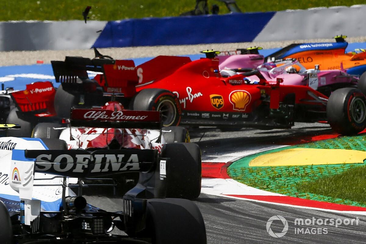 Videón, ahogy a két Ferrari összeütközik egymással a Stájer Nagydíjon: dráma (videó)