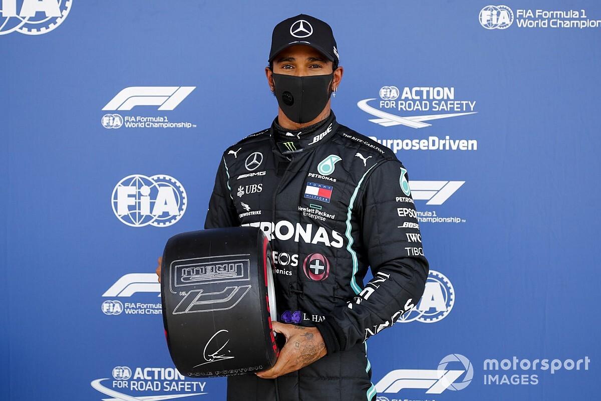 """Hamilton celebra 91ª pole e volta por cima após rodada no Q2: """"Consegui me recompor a tempo para o Q3"""""""
