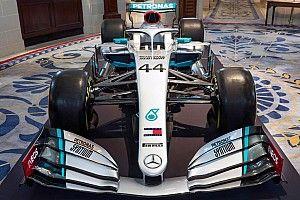 Fotos: Mercedes estrena decoración en su coche para 2020
