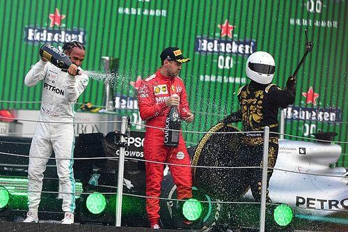 Vettel baalt van 'selfie guy' en 'shitty' bokalen op podium Mexico
