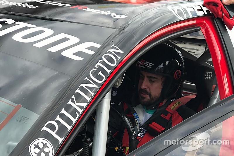 Alonso, Buenos Aires'te Toyota STC2000'i sürdü