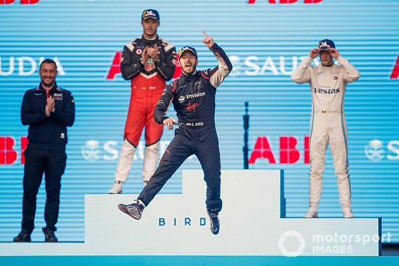 Bird gana; Porsche y Mercedes debutan con podio en Ad Diriyah
