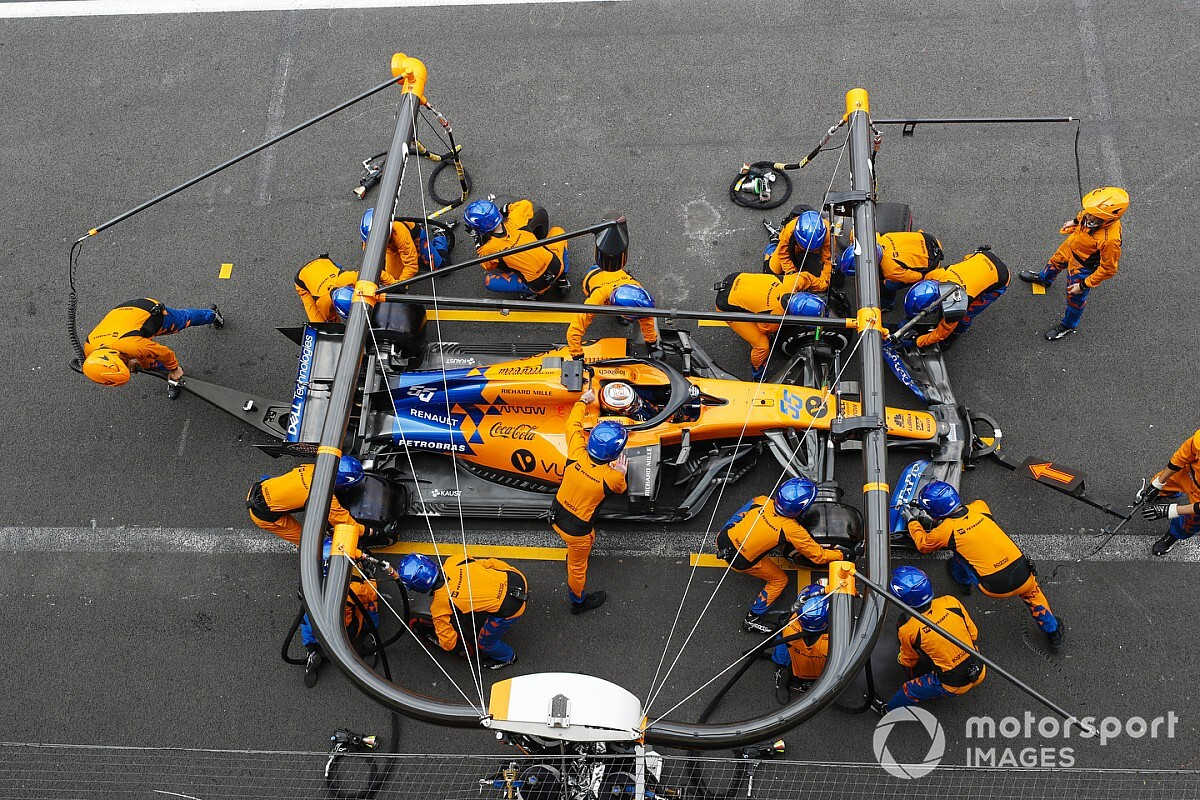 Sainz nagy biztonsági intézkedések mellett tesztelheti az F3-as autót