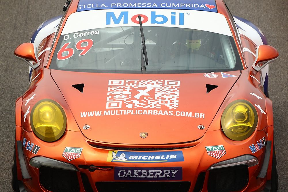 """Porsche Cup: Após """"profunda depressão"""", Daniel Correa segue ritmo próprio ao lado de filha"""