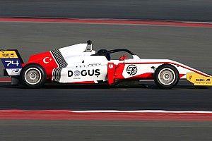 F3 Asya Dubai: İlk yarışı Zhou kazandı, Cem yedinci oldu