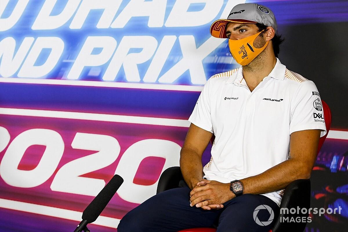 """Sainz tance la décision """"incohérente"""" de la FIA sur le test d'Abu Dhabi"""