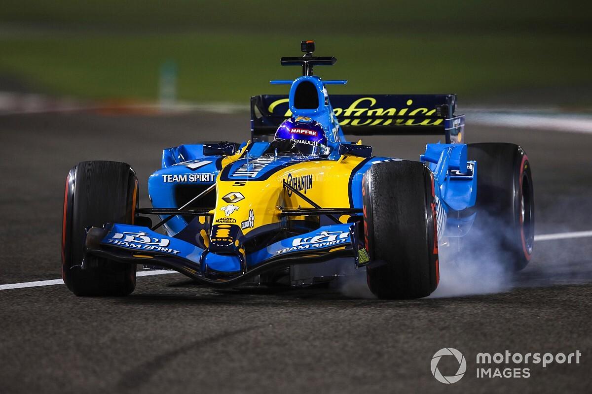"""Alonso redécouvre la Renault R25 : """"Une machine parfaite pour moi"""""""