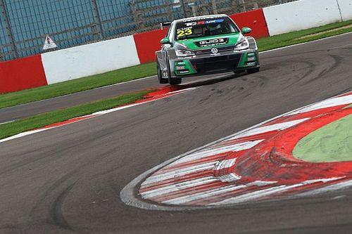 UK: tripletta WestCoast Racing a Donington, Lloyd è in pole e fa un altro passo verso il titolo
