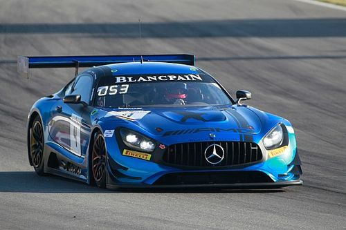La Mercedes del team Black Falcon conquista la pole a Barcellona in una sessione tiratissima