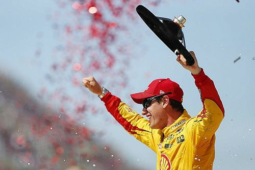 Logano fends off Elliott, earns first win of 2016 at Michigan
