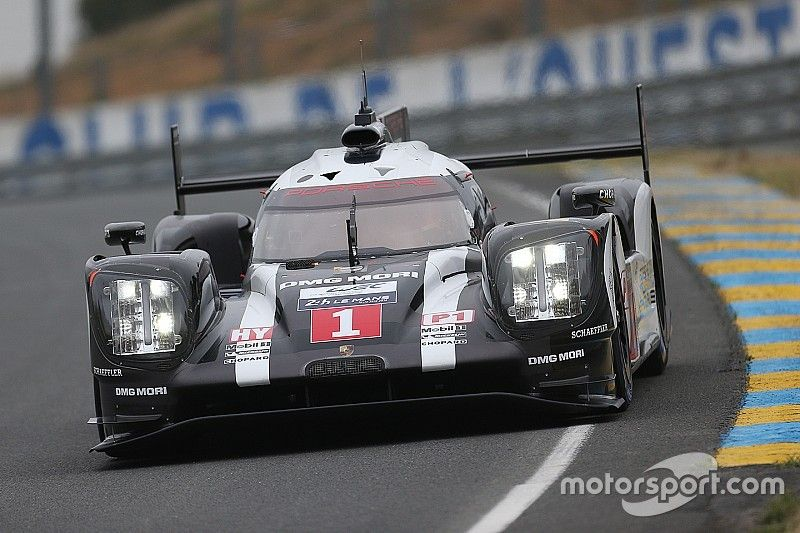 Porsche 919 Hybrid going over 320 km/h on a country road