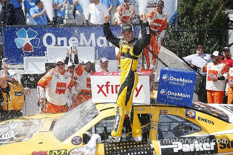 Larson mantém boa fase e vence em Dover pela Xfinity Series
