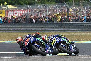 Vinales bermaksud menyalip Rossi di tikungan terakhir