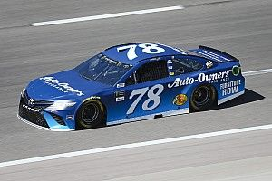 Truex Jr vince in Kansas tra tanti incidenti, Almirola finisce in ospedale