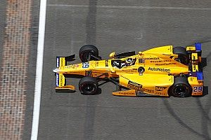 Alonso quisiera que el McLaren de F1 luzca como su IndyCar