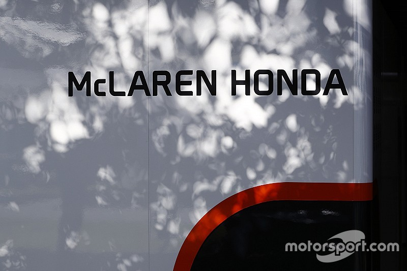 Зак Браун опроверг интерес McLaren к моторам Mercedes