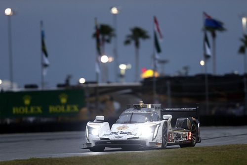 Daytona 24 Hours: Hr18 – Barbosa leads, Ford fights back