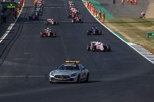 На машинах Формулы 2 доработали моторы и сцепления, чтобы вновь стартовать с места