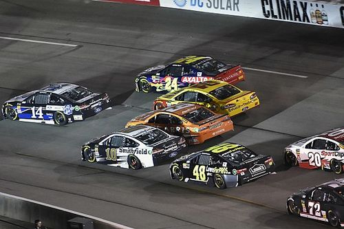 "Clint Bowyer had shot at Richmond win until ""all hell broke loose"""