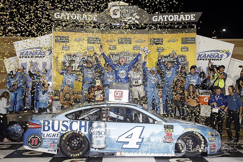 Harvick snags victory from Truex in wild finish at Kansas
