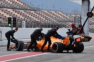 Un échappement limite le roulage de McLaren